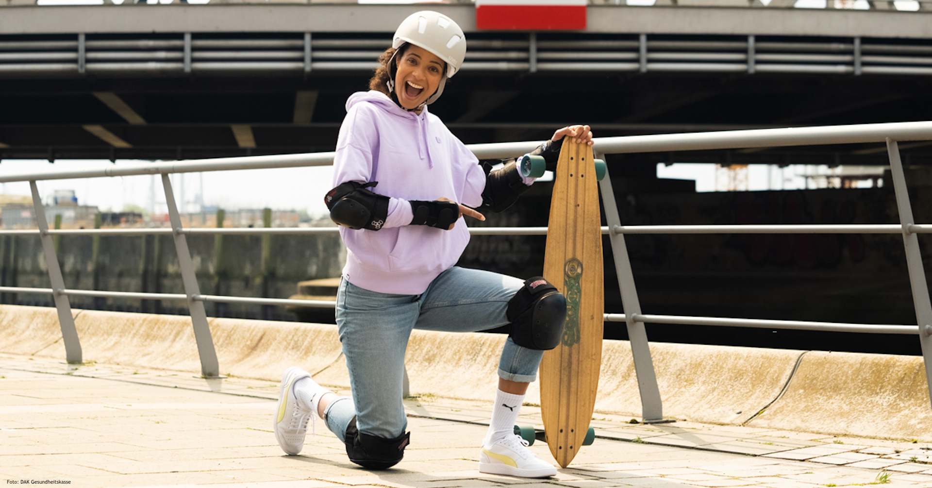 DAK #fitwoch Botschafterin Marie-Laurence Jungfleisch beim Longboarden